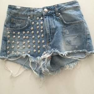 Snygga shorts från Bikbok i storlek S! Frakt 55kr✨