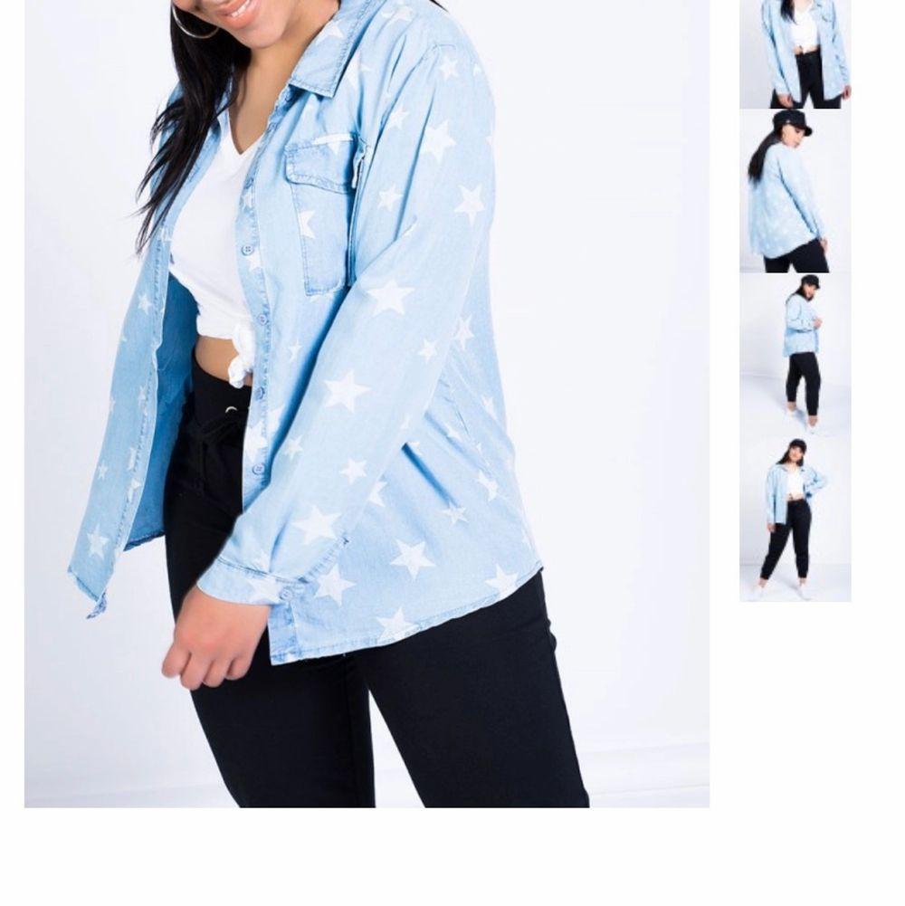Säljer min nästintill oanvända skjorta i tunnt material från Madlady, (den är slutsåld på hemsidan) i storlek One size och passar allt från Xs-L, beroende på hur man vill att passformen är✨ säljs för 150kr inklusive frakt😋 Hör av er vid frågor! . Skjortor.