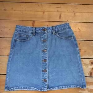 Jeanskjol från Pieces, säljer pga för liten:/ Frakt 49 kr, totalpris 129 kr