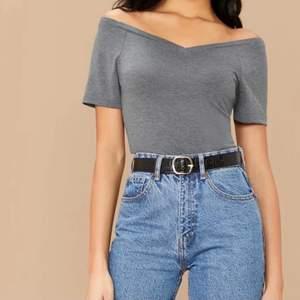 Snygg grå T-shirt, använd 2 gånger men inget för mig. Säljes då jag inte tyckte den passa bra på mig. Säljes för 50kr+ frakt
