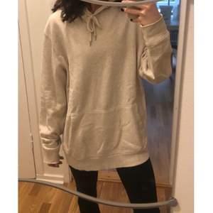 Märke : Lager 157  Typ : hoodie  Storlek : Large  Färg : Beige   Skick: begagnade, bra skick