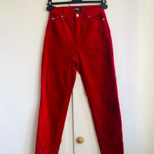 Röda Manchester byxor från New yorker i nyskick. frakt betalas av köpare🥰