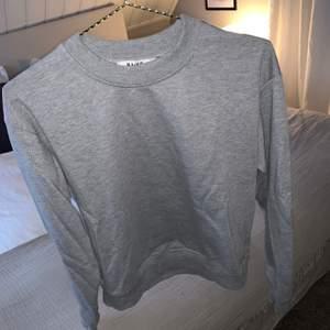 Grå college tröja från NAKD, knappast använd