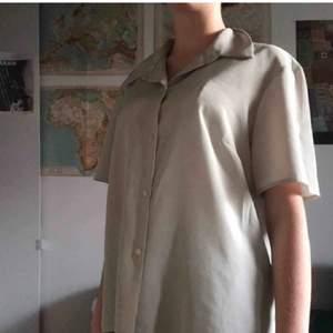 Sååå cool beige skjorta/blus!!💜💜