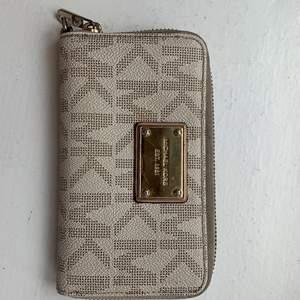 Plånbok från Mikeal kors i bra skick för 150kr pluss frakt