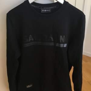 """Säljer min Sail Racing sweatshirt köpt från Best of Brands för några år sedan då jag """"bytt stil"""". Modellen går inte att hitta längre.  Storlek Herr Small."""