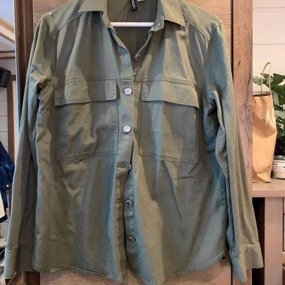 Skjortjacka från HM, använd några gånger! Köparen står för frakten. Jackor.