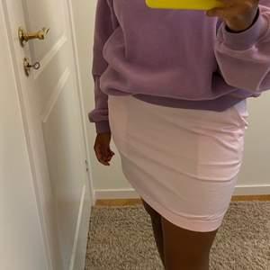 Jättefin ljusrosa kjol som passar S/M💖