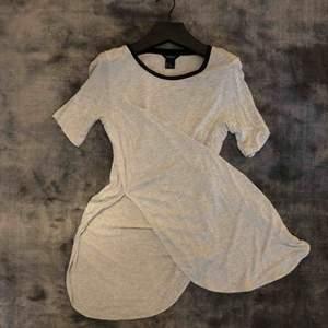 Länge t-shirt med hög slits på båda sidorna 🌹 ljusgrå