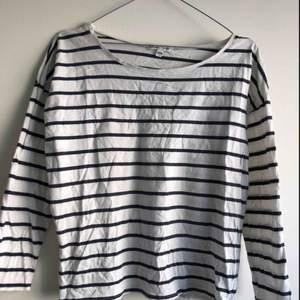 Randig tröja i svartvitt från Ellos i tunt material☀️☀️☀️