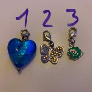 Massor av olika smyckes detaljer som man kan sätta på armband, halsband och även göra in till örhängen om man vill det! Ni får buda om ni är intresserad!