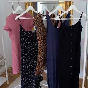 Klänningar från hm, Veromoda, newyorker. Alla klänningar är i stl. xs-s. Alla kostar mellan 50-80kr frakt tillkommer vilken klänning du än köper. Kontakta mig om du vill ha mer information om någon.