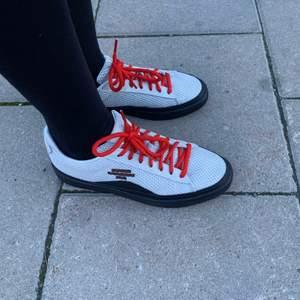 Supersnygga sneakers, knappt använda i strl 38,5 säljes pga för små. Alltså = nyskick! Finns i Stadshagen, Stockholm.