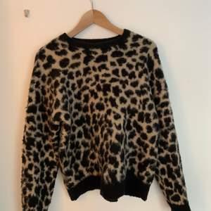 Säljer även denna jättesköna (!) tröja, men som tyvärr inte kommer till användning längre🧡🧡