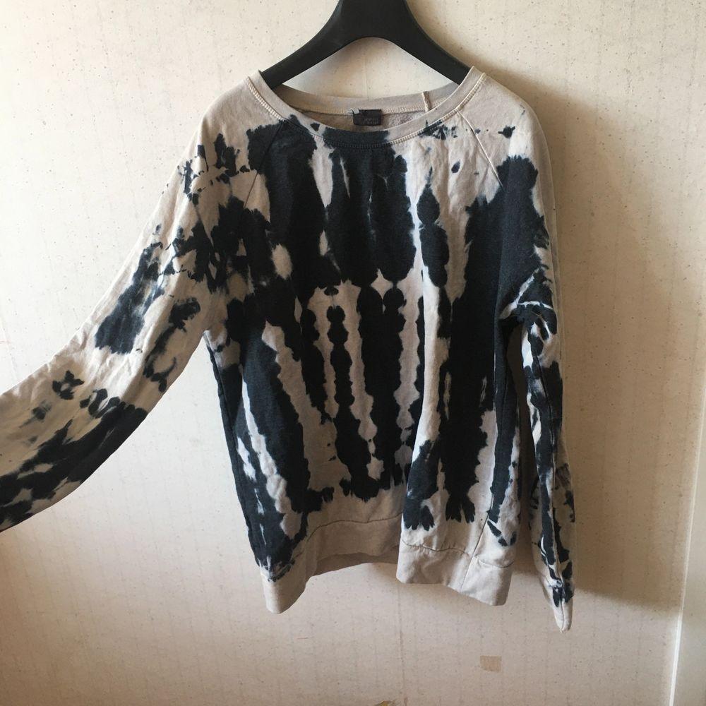 Helt ny tröja från Urban Outfiters! Strl s-m, inga lappar kvar men aldrig använd, jättemjuk innuti! Frakt 79kr.. Tröjor & Koftor.