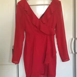 oanvänd klänning från prettylittlething! storlek xs/34,  säljer eftersom den är för liten för mig</3 frakt 29kr 💓
