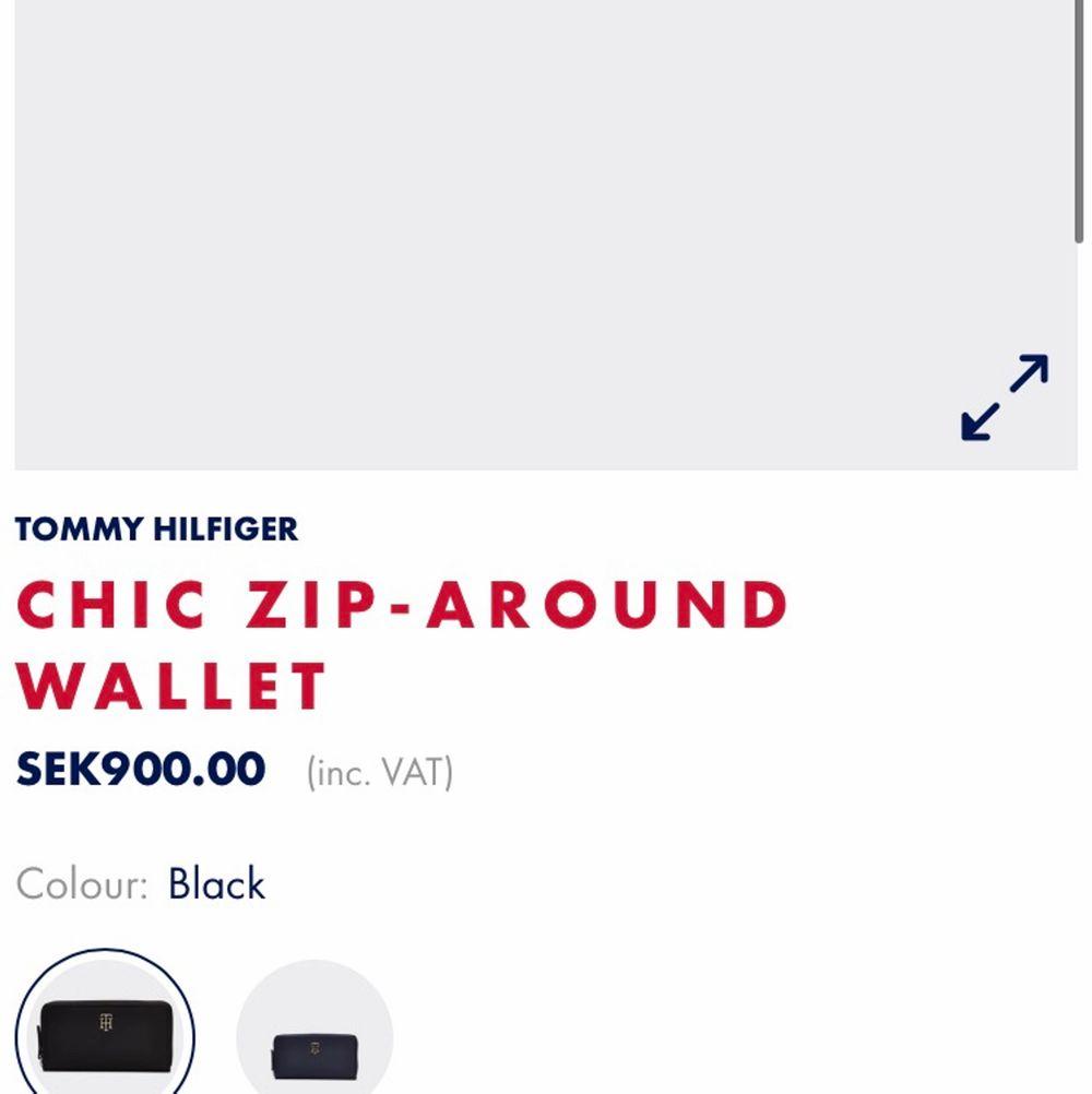 Oanvänd plånbok från Tommy Hilfiger. Fick den i present men hade redan liknande och säljer därför denna superfina plånbok! Prislappen sitter kvar och nypris är 900kr men denna är köpt på en outlet för $58 och säljer därför denna för 200kr! Frakt ca 50kr. Accessoarer.
