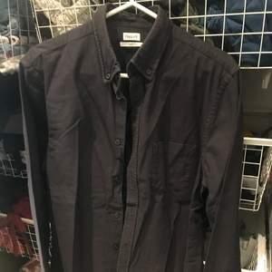 Filippa k skjorta i storlek S svart färg