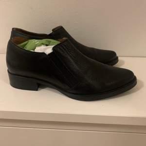 Mycket sparsamt använda ankle boots. Super välgjorda skor i äkta läder. Inköpspris ca 1300kr