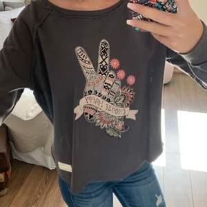 Snygg, mysig Odd Molly sweatshirt med tryck. I nyskick, storlek 0 men passar även 1.