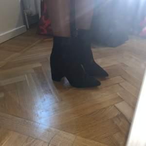 Superfina boots från boohoo som inte kommit till någon användning. I superbra skick då de aldrig är använda. Köpta för 319kr. Köparen står för frakt, men jag kan även mötas upp 💋 Kan tänka mig att sänka priset vid snabbaffär!