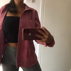 Rosa manchestetskjorta från Gina tricot. Endast använd en gång. Köparen står för frakten 💓