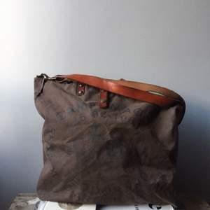 Campomaggi- väska nypris 2500kr Weekendbag