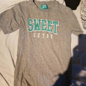 Cool sweet tröja i storlek extra small Köparen står för frakt
