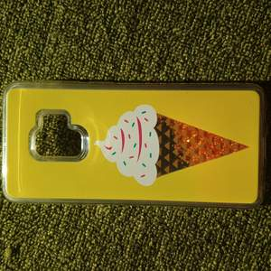 Detta är då ett skäl som precis är nyköpt det är till en Samsung galaxy S9 och på den är ju en glass och färgen inuti är orange;)