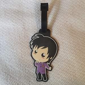 En väsk Tag från anime serien Ouran highschool Host club! Den är aldrig använd men kanske en gnutta dammig då den stått ett tag.