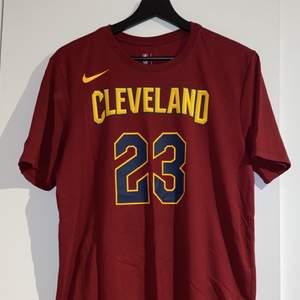 Nike Lebron James cleveland cavaliers t-shirt, officiell NBA produkt, väldigt bra skick, storlek M