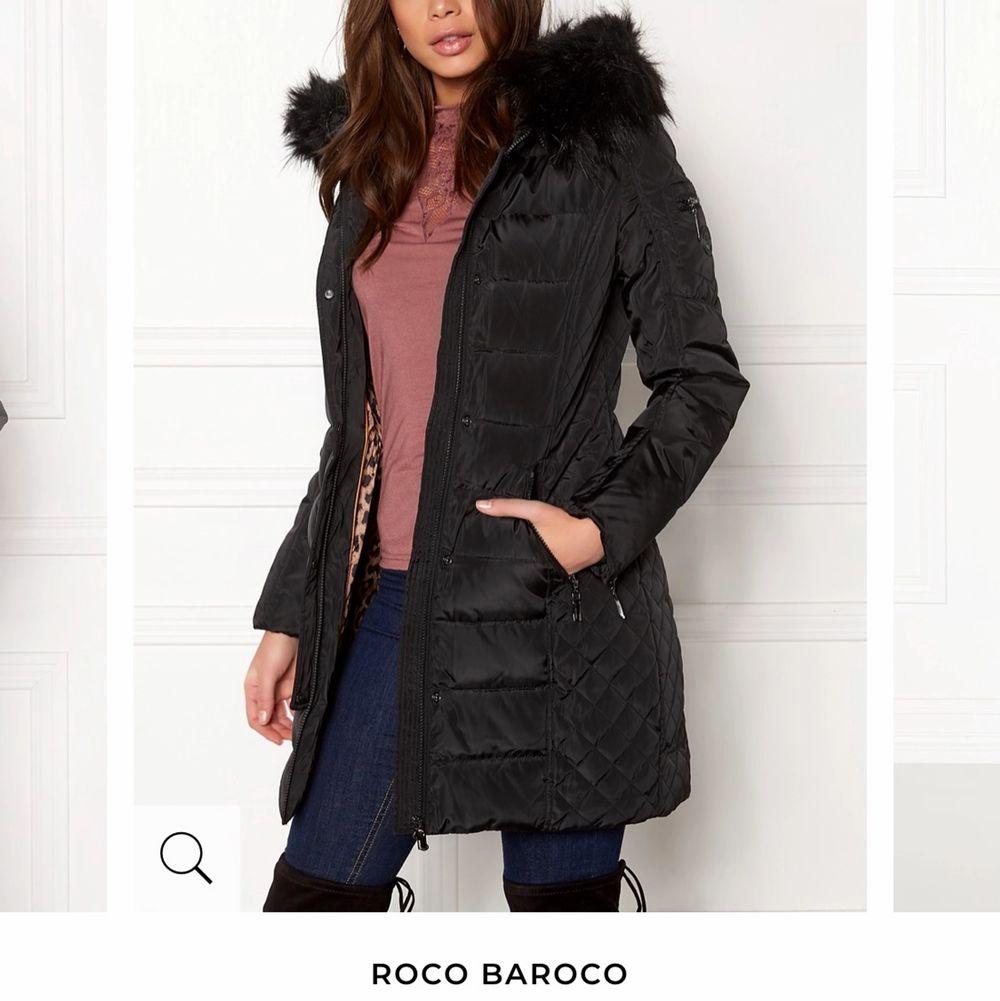 Säljer min vinterjacka, du får även med en brun äkta päls. Storlek 34. Jackan ligger på 1999kr, men säljer den för 1000kr. Pris kan diskuteras. Jackor.