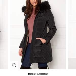 Säljer min vinterjacka, du får även med en brun äkta päls. Storlek 34. Jackan ligger på 1999kr, men säljer den för 1000kr. Pris kan diskuteras