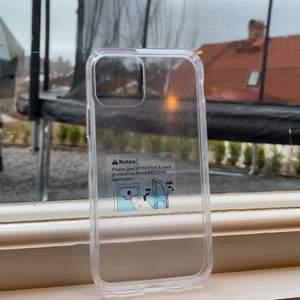 Hej! Fick detta iPhone skal i födelsedagspresent, vilket inte passade min iphone (11). Är det nån som tänkas sig byta? Eller bara köpa. Det är transparent och helt oanvänt.
