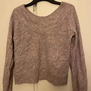 Gullig typ Off shoulder tröja. Superfin ljuslila färg, använd 1 gång.