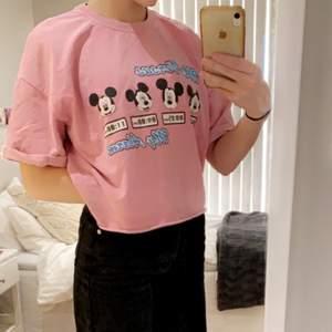Säljer denna super sköna tröja från bershka. använd fåtal gånger. Oversize storlek S men passar upp till L! 🤎💕