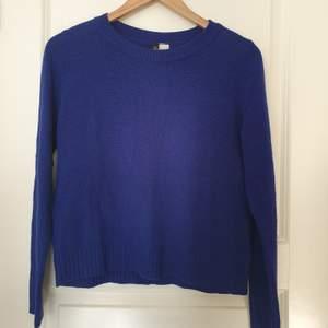 En blå tröja ifrån h&m. Frakten ingår!
