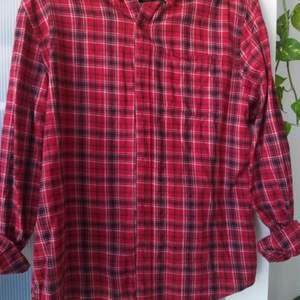 Mysig flannel köpt från Cubus för ungefär 250 kr. Kommer tyvärr aldrig till användning.
