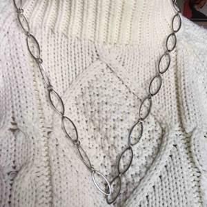 Coolt halsband från 90-talet, funkar som skärp också men då behövs det en krok av något slag haha Frakt 20kr eller så möts jag i Stockholm