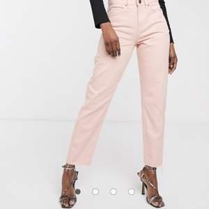 As snygga rosa jeans som ej kommer till användning