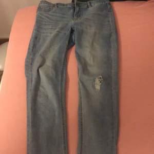 Blåa jeans från Cubus i storleken M
