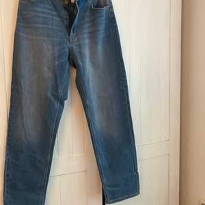 Raka jeans från H&M helt oanvända i strl 40