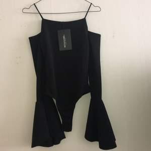 Helt ny bodysuit från prettylittlething som är slutsåld. Köpt för dyrare uk pris så passa på.