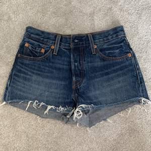 Levis jeansshorts i modell 501. Storlek 25☺️