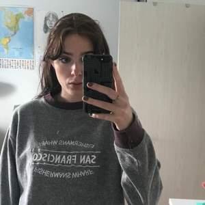 JÄTTEgosig sweater inköpt på Beyond retro! Använd 2 gånger