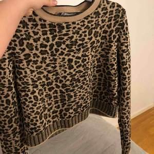 En super fin leopard tröja, lite kortare i modellen🥰