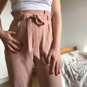 Så fina byxor, passar perfekt nu till våren och sommaren! 💕 Storlek s men passar även mig som har xs.