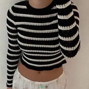 (LÅNAD BILD💞) säljer denna asfina oanvända tröja från Zara. Storlek M, men passar snarare en S💖💖 buda