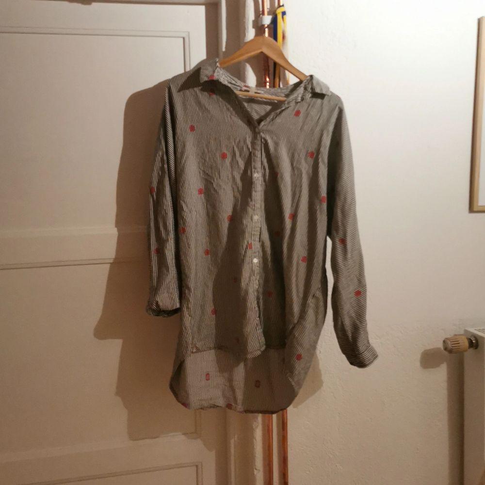 As fin. Men den har bara hängt i min garderob och inte används på ett bra tagg. Och priset går att diskutera. Om du har några frågor eller funderingar så är det bara att skriva 💞 💞 . Skjortor.