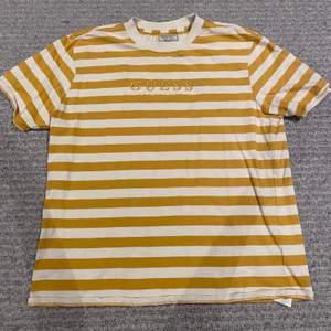 T-shirt från Guess jeans!